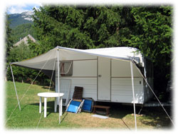 Campsite les cyclamens in savoie located in the french for Caravane chambre 19 meubles